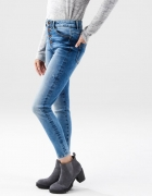 Jeansy Regular Fit Cropp