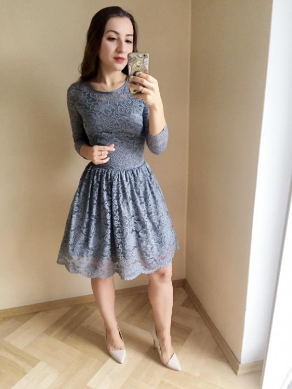 fa42ef770b Szara koronkowa sukienka w Suknie i sukienki - Szafa.pl