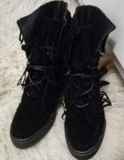 Czarne sneakersy z frędzlami Deezee