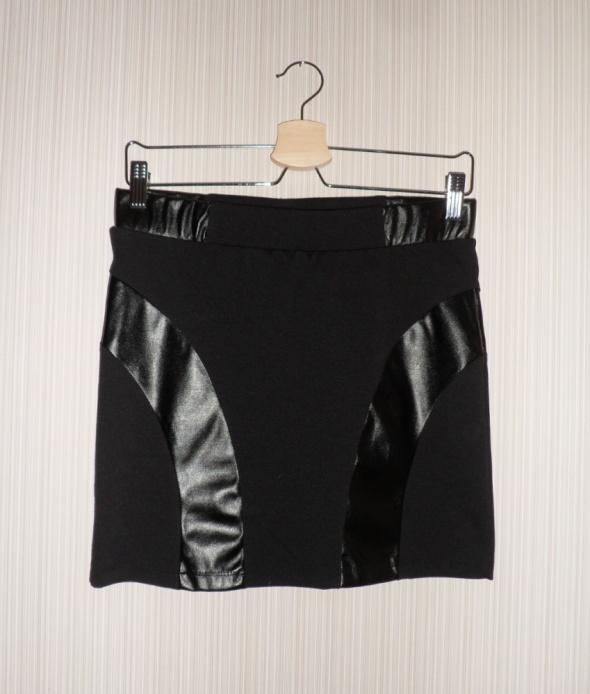 Spódnice Obcisła spódniczka tuba eko skóra Terranova M