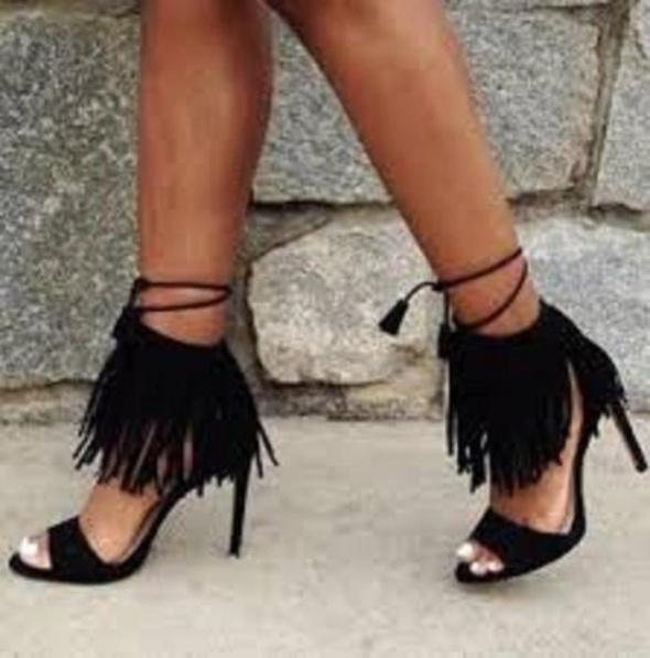 Sandały Piękne sandały z frędzlami