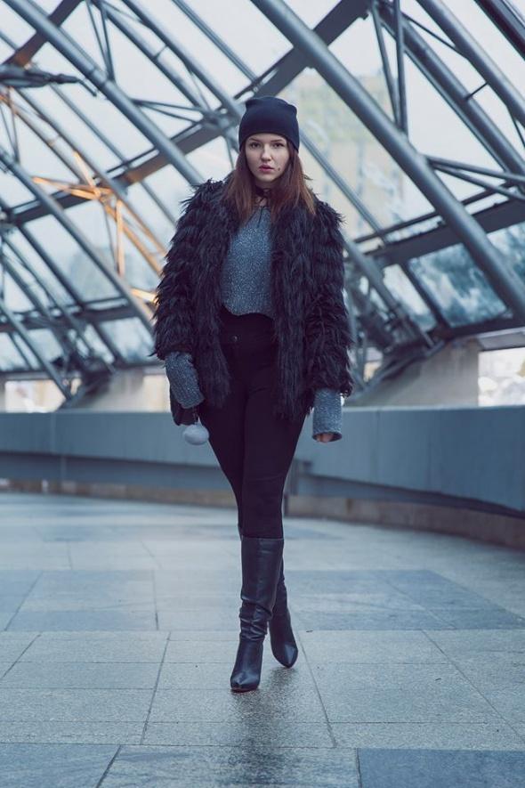 Blogerek black fur in da house