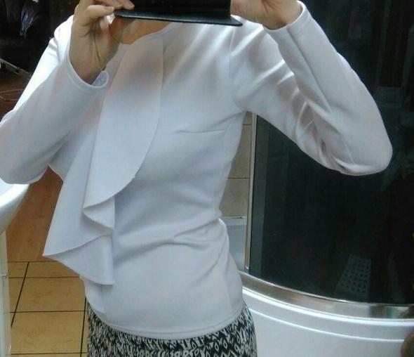 Bluzki bluzka biała z zabotem falbaną xs s m