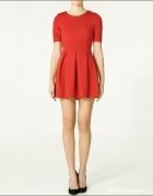 Czerwona sukienka ZARA rozkloszowana
