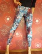 kolorowe wzorzyste legginsy