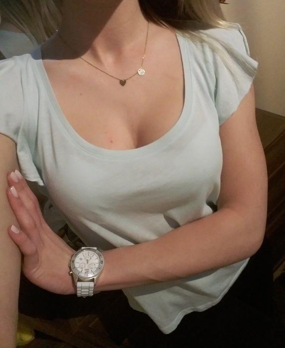 Miętowa bluzka z falbankowym rękawkiem