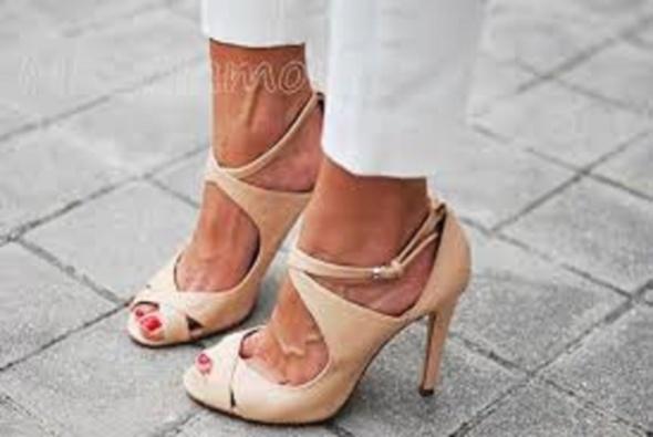 Obuwie sandały ZARA