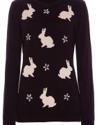 Sweterek w kwiatki i króliczki