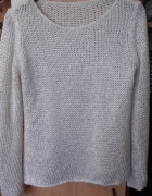 biało srebrny sweter
