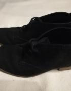 czarne buty na wiosnę