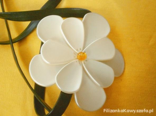 Pasek z kwiatkiem