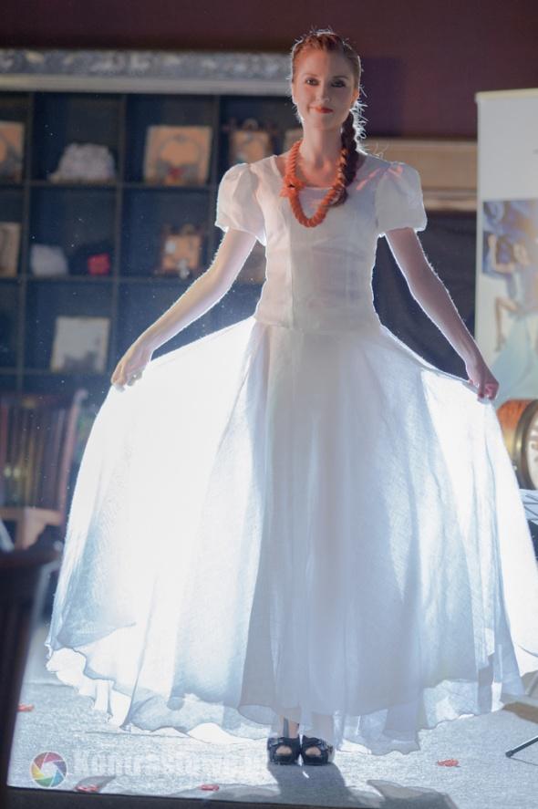 Spódnice białalniana z koła folk