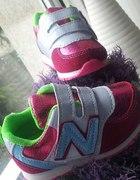 Różowe sportowe buciki dla dziewczynki...