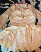 Kremowa sukienka rozkloszowana