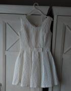 Biała rozkloszowana sukienka 38