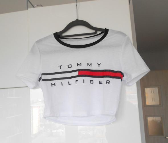 Tommy Hilfiger nowy krótki biały top z nadrukiem