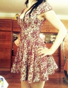 Piekna kloszowan sukienka bordo TopShop print