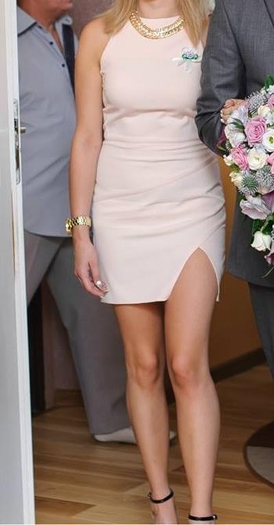 Ubrania Pudrowa sukienka z rozcięciem rozporkiem