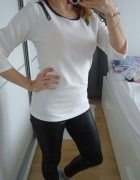 Biała bluzeczka dopasowana wstawki jeans