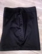 Czarna seksowna spódniczka...