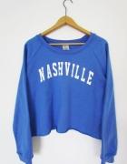 kobaltowa bluza z napisem niebieska must have