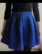 Kobaltowa spódniczka