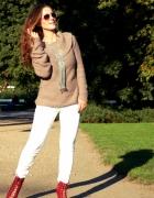 Szary sweter i białe spodnie