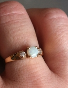 Złoty pierścionek z opalem prezent
