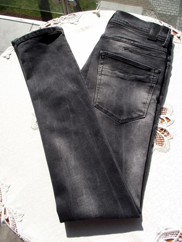 ZARA MAN męskie czarne przecierane spodnie rurki w Spodnie