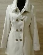 Płaszcz wiosenny ecru z haftem 40 L