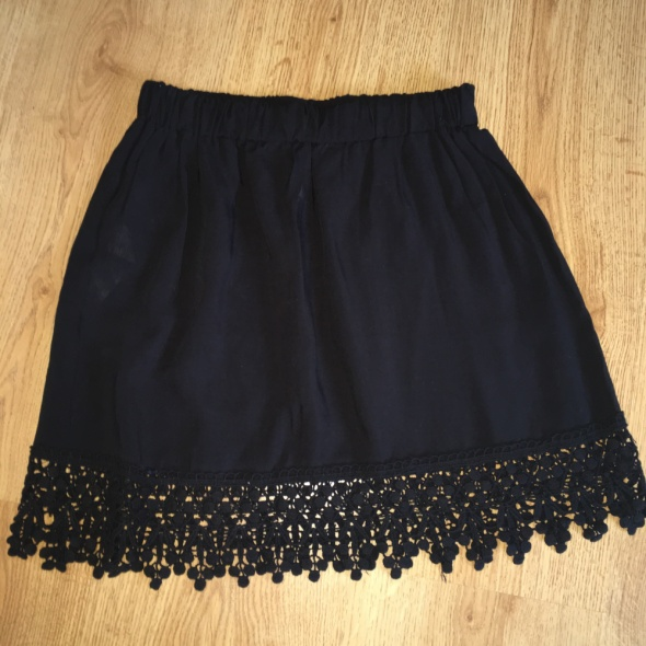Spódnice Mini spodnica z koronką