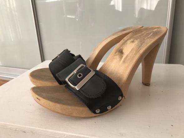 klapki na drewnianym obcasie