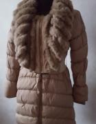 Bezowy płaszcz zimowy z dużym kołnierzem Ryłko 36
