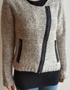 Ciepły beżowy sweter Takko...