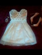 gorsetowa sukienka perełki