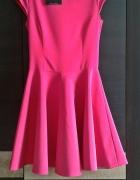 Rozkloszowana różowa sukienka