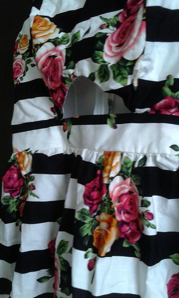Suknie i sukienki Sukienka z wycięciem w kwiaty