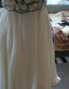 biała sukienka do kolan
