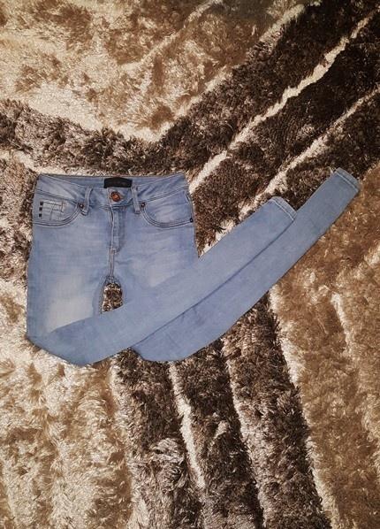 Spodnie River Island rurki XXS XS jeans wąskie przecierane
