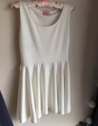 Biała kremowa rozkloszowana sukienka