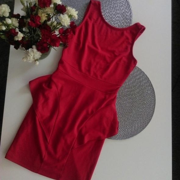 Suknie i sukienki czerwona sukienka z baskinka