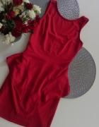 czerwona sukienka z baskinka