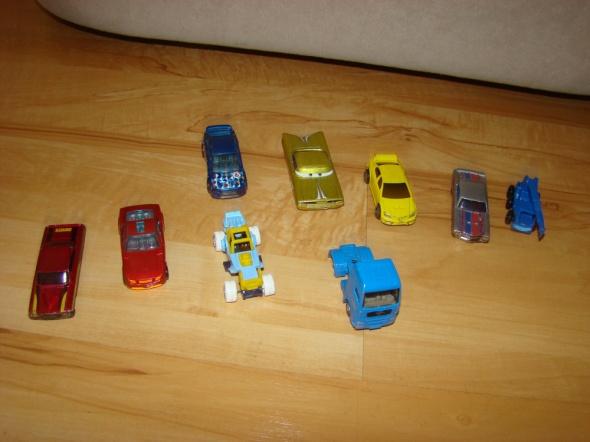 Zabawki Samochodziki zestaw