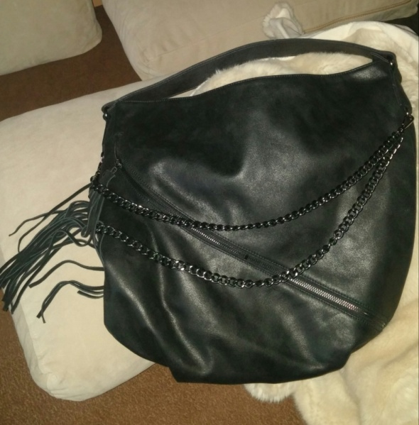 Szukam czarnej torebki z łańcuszkami Reserved...