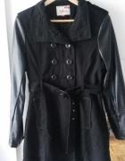 Czarny płaszcz skórzane rękawy