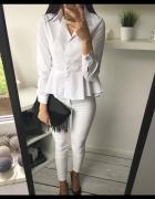 Piękna klasyczna biała koszula z baskinką 36