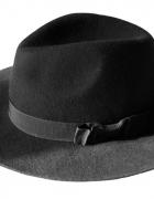 Czarny kapelusz...