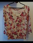 Sweterek w kwiatowy wzór