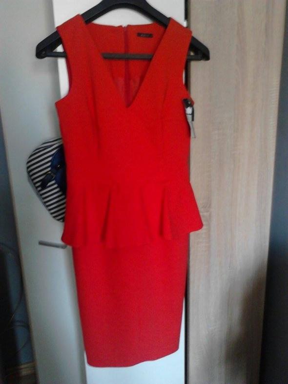 sukienka baskinka czerwona elegancka mohito w Suknie i