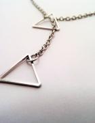 Piękny łańcuszek ze srebrnymi trójkątami